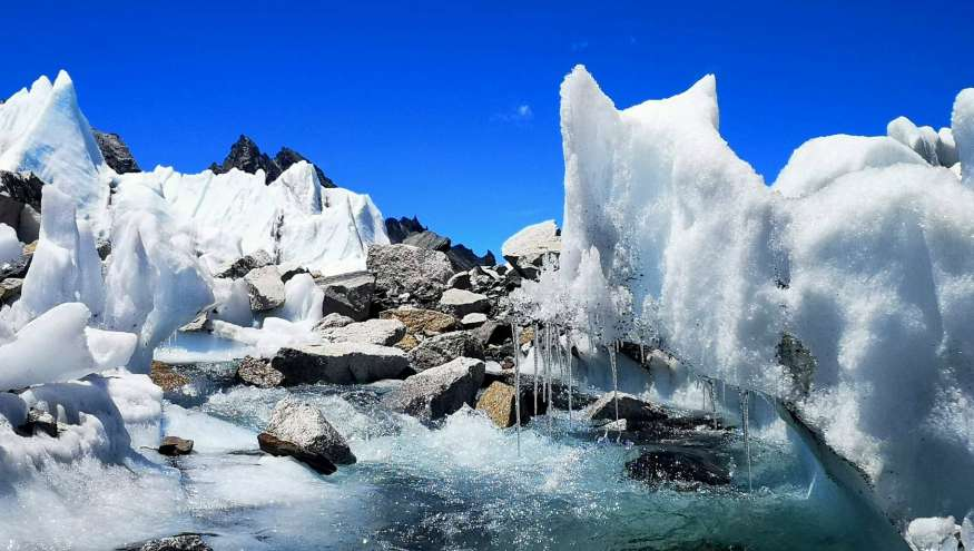 ICE FALL OF MT EVEREST